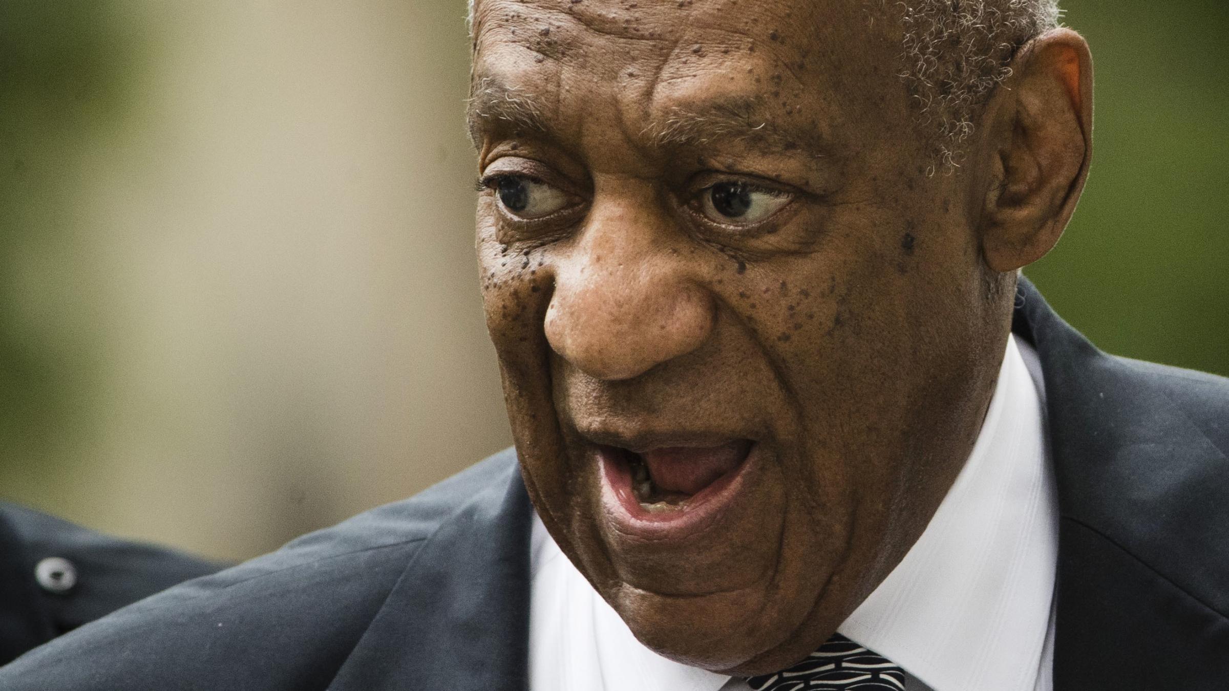 Bill Cosby Tweets Thanks to Supporters Outside Courthouse